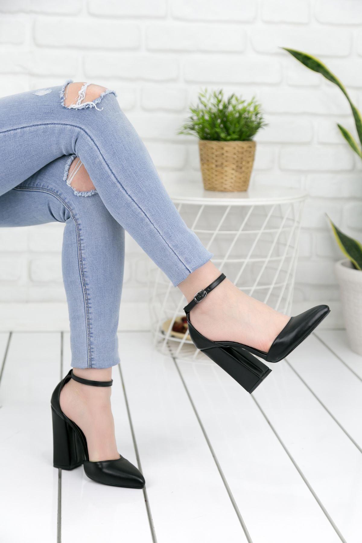 Koberz Siyah Topuklu Bayan Ayakkabı