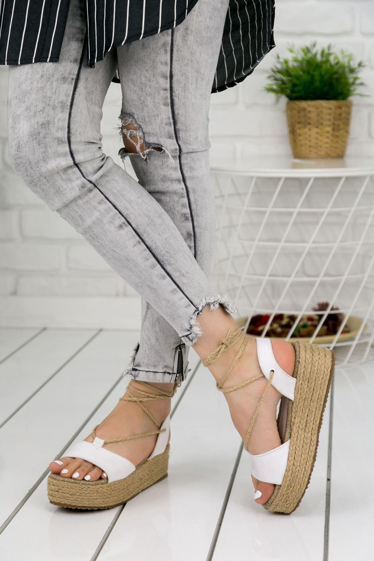 Tania Beyaz Bayan Sandalet