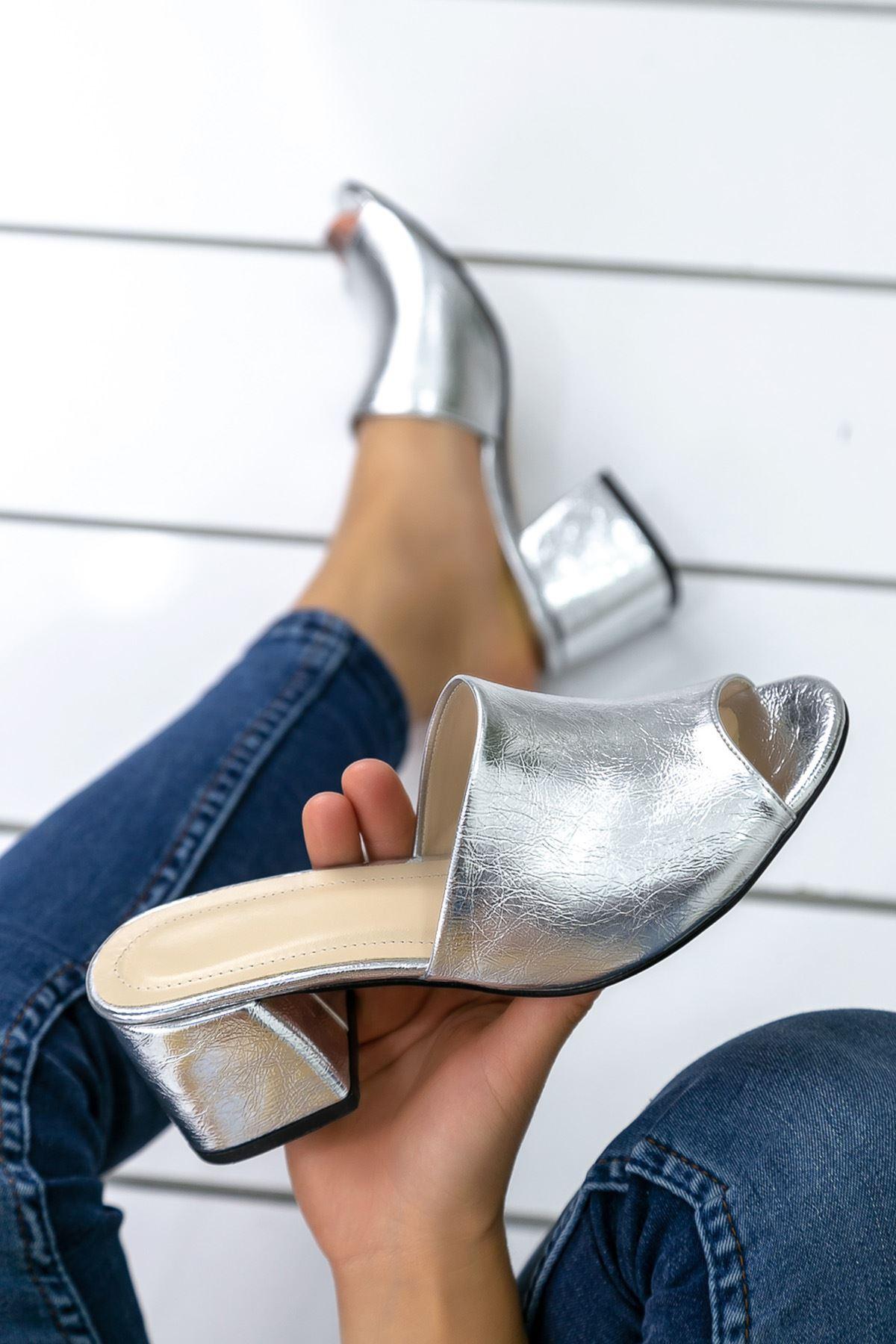 Polla Gümüş Topuklu Bayan Terlik