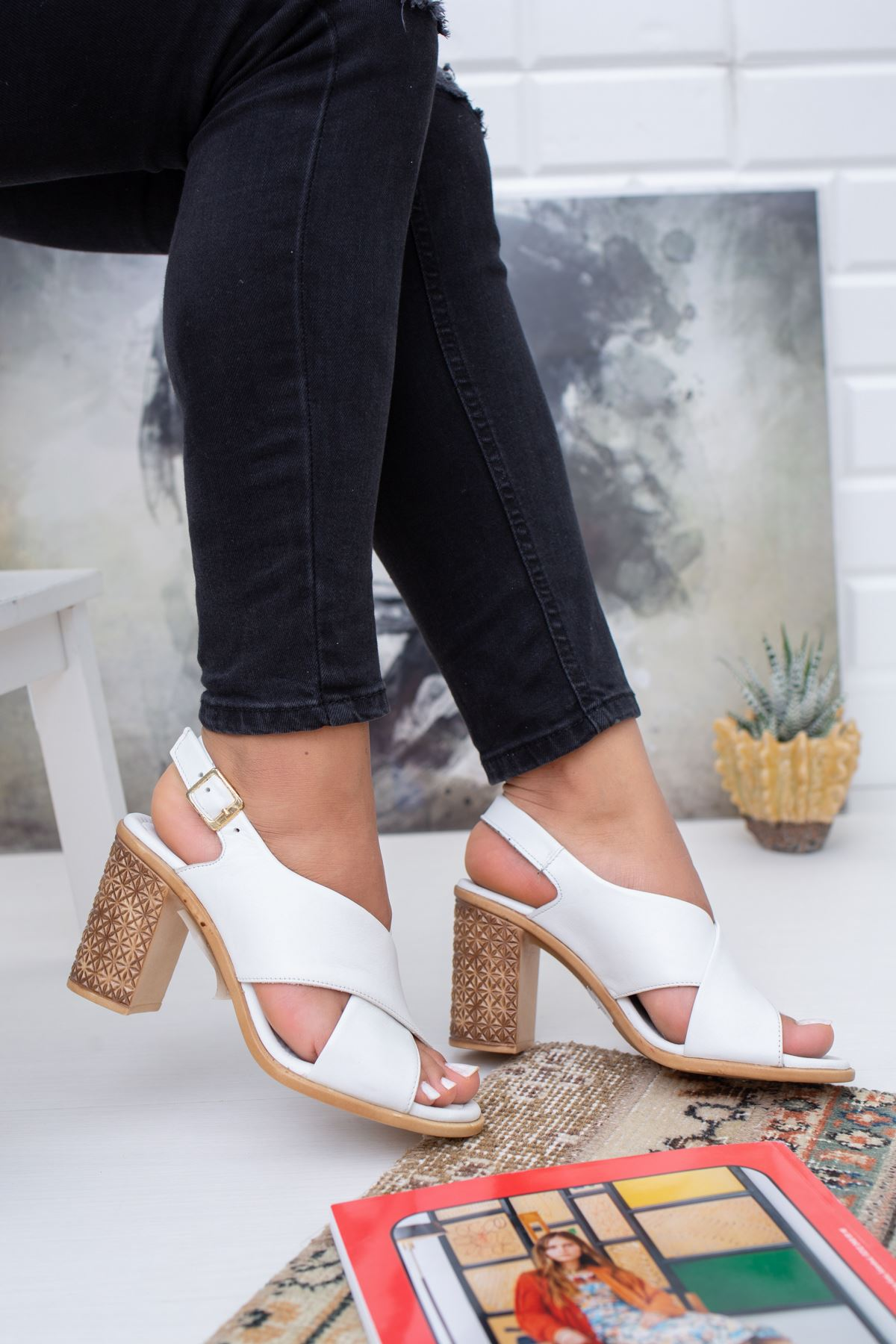 Hakiki Deri Moco Beyaz Topuklu Sandalet
