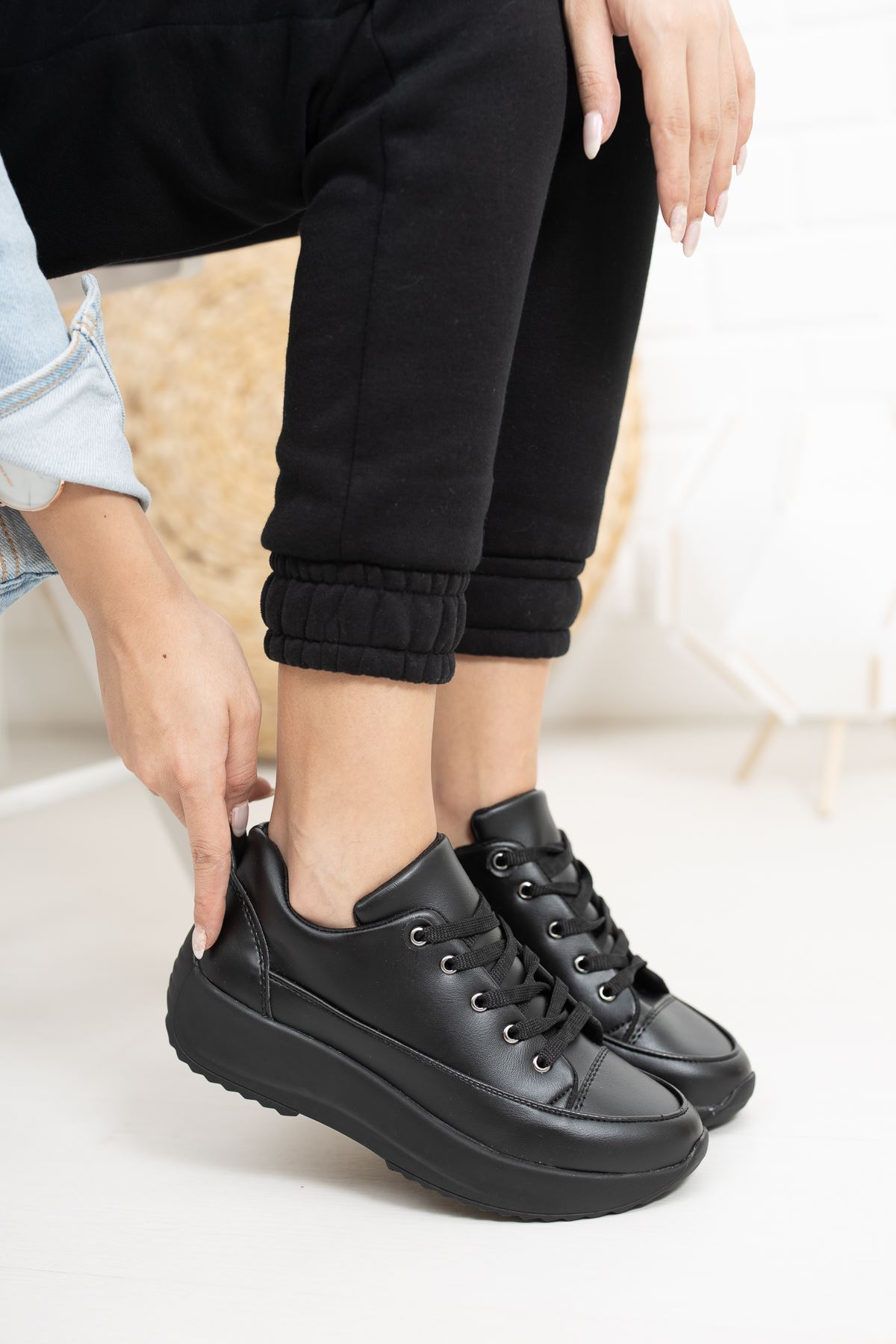Gladiolia Siyah Yüksek Taban Kadın Spor Ayakkabı