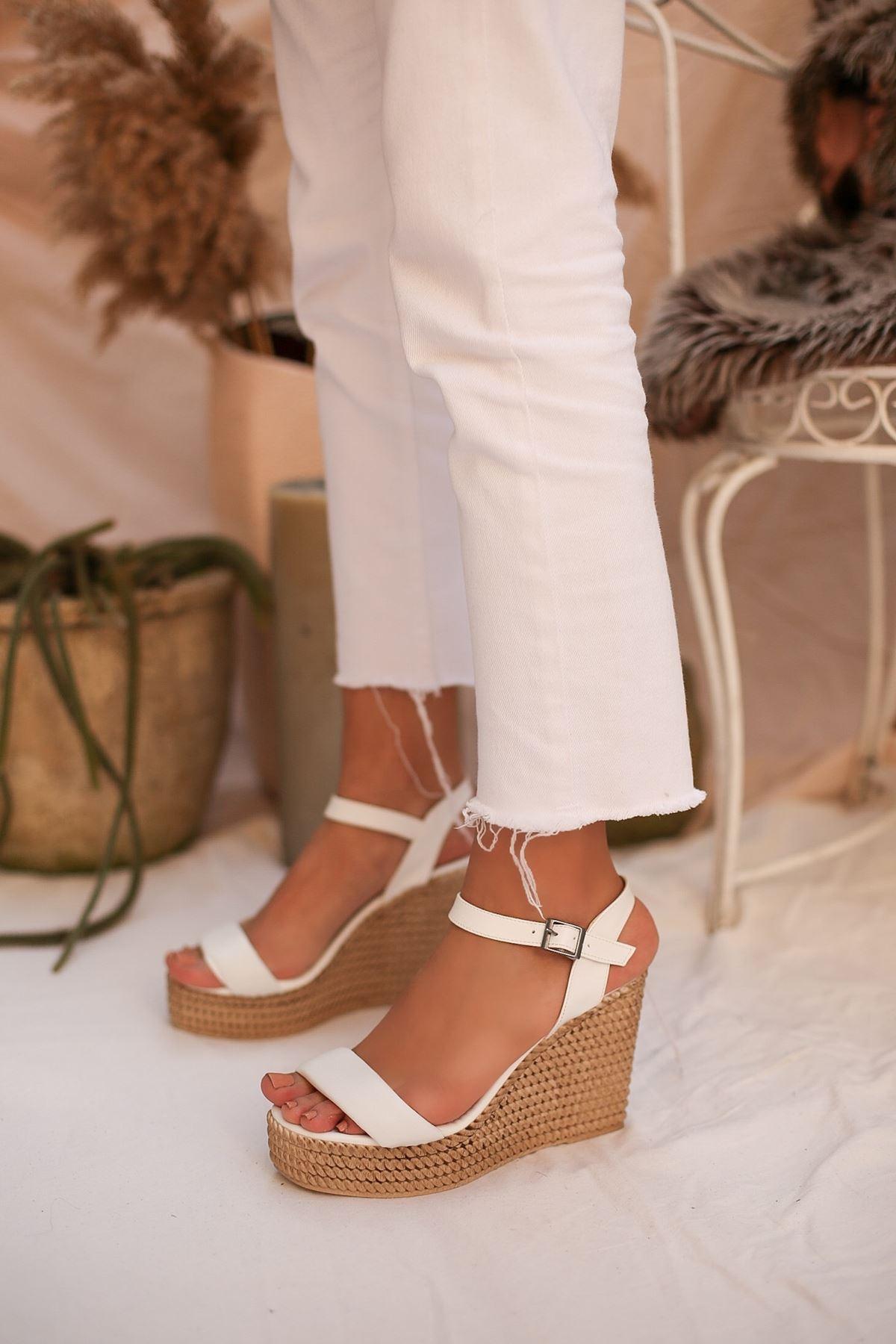 Puşper Beyaz Platform Kadın Sandalet