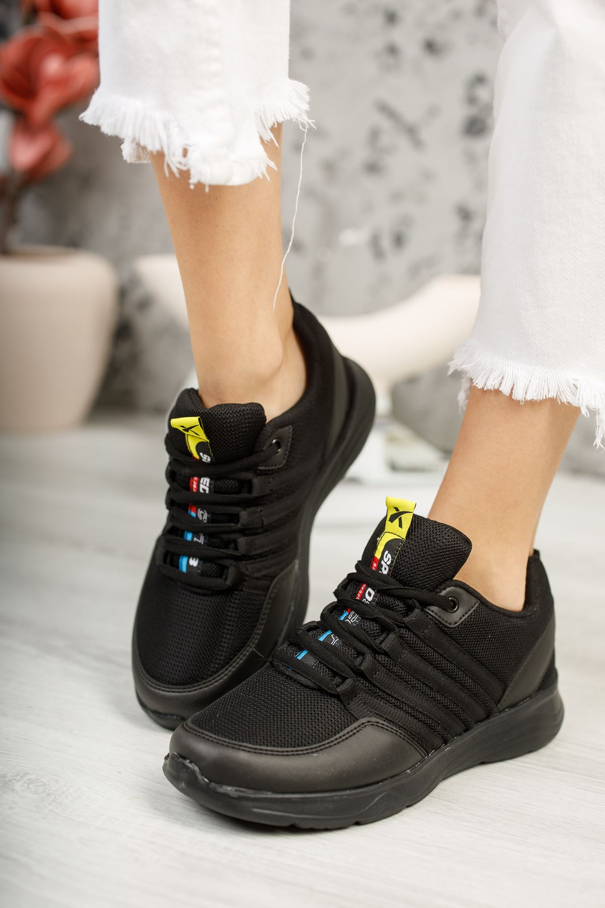 Paşi Siyah Kadın Spor Ayakkabı