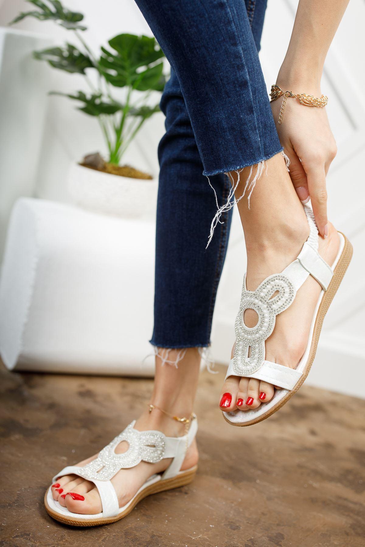 İlon Beyaz Kadın Sandalet