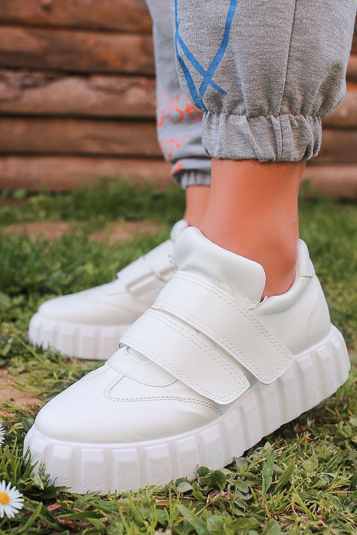 Selemo Beyaz Ortapedik Taban Kadın Spor Ayakkabı