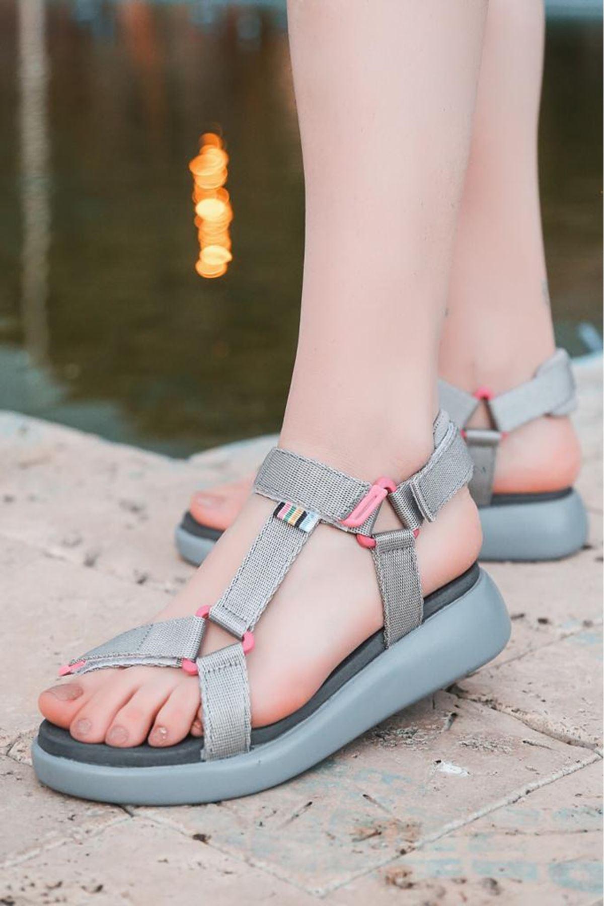 Jeff  Gri Cırtlı Kaymaz Tabanlı Kadın Sandalet